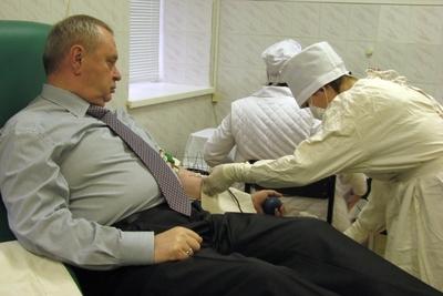 Руководители области собственным примером призывают запорожцев помочь больным детям