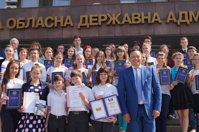 З нагоди міжнародного Дня захисту дітей Костянтин Бриль нагородив обдарованих учнів регіону