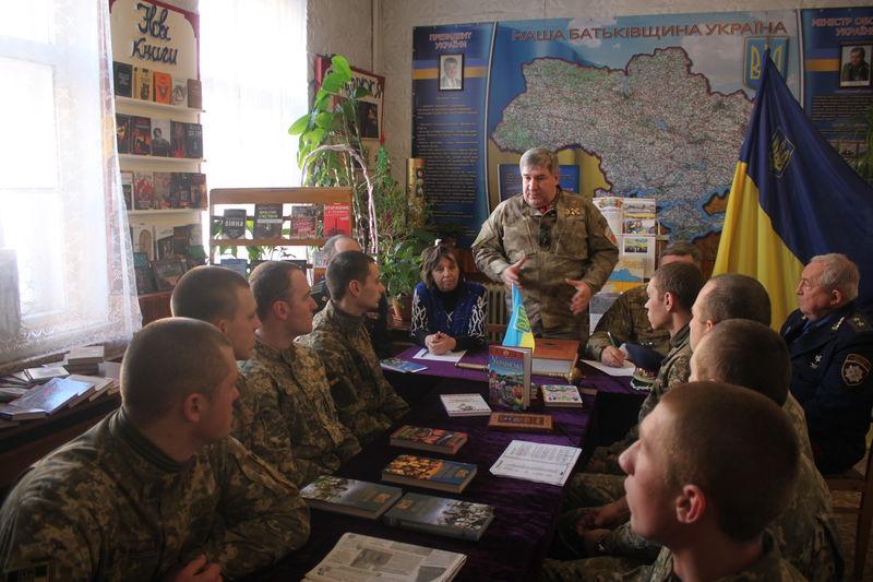 Запорізькі артилеристи стали читачами козацької бібліотеки